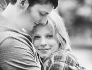 Engagement_Berlin_Hochzeit_verliebt_Ganzinweise_SophieWeise_