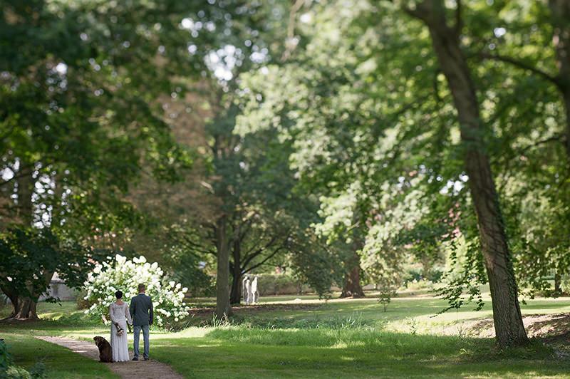 15_Hochzeitsfotograf_Schloss_Kremmen_Ziethen_Hund_Heiraten