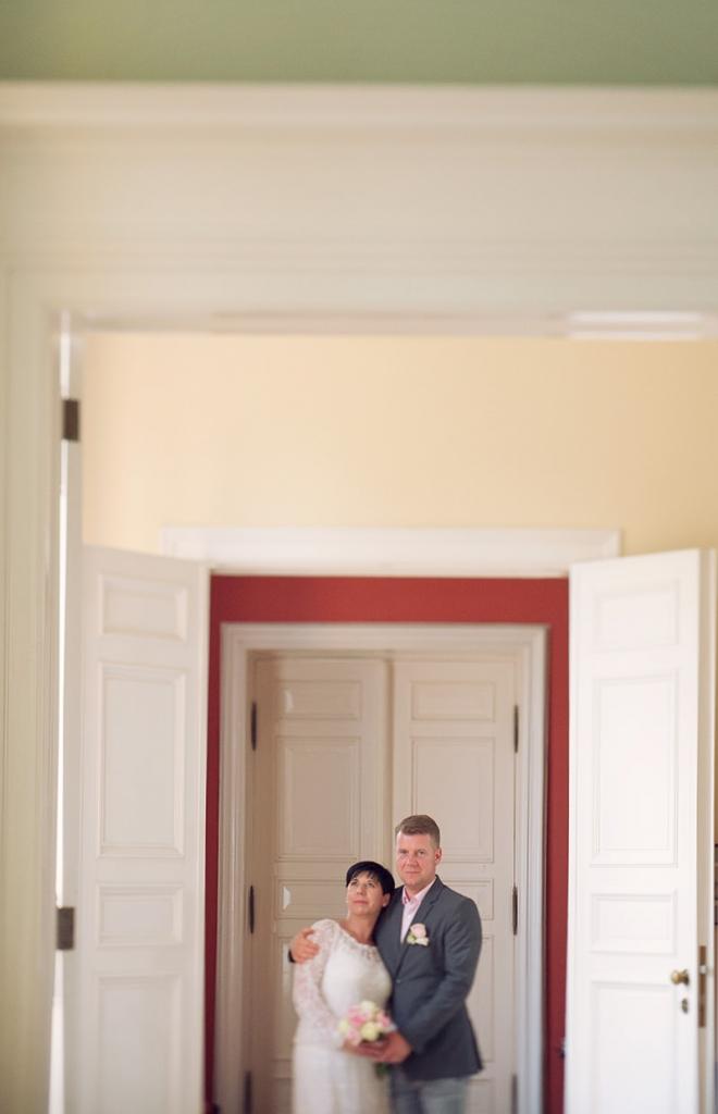 17_Hochzeitsfotograf_Schloss_Kremmen_Ziethen_Hund_Heiraten