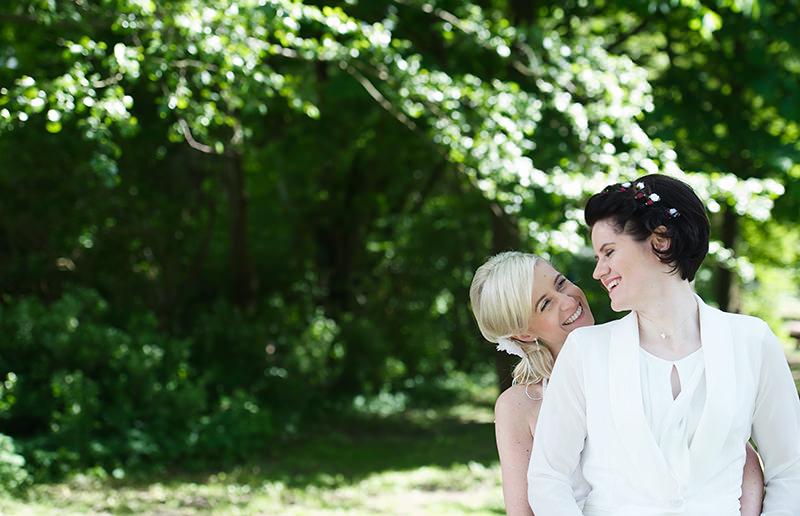 08_gleichgeschlechtliche_Hochzeitsfotograf_Lakeside_Ganzinweise_lesbische_gaywedding