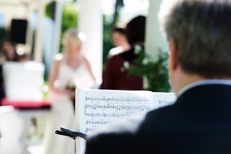 11_gleichgeschlechtliche_Hochzeitsfotograf_Lakeside_Ganzinweise_lesbische_gaywedding
