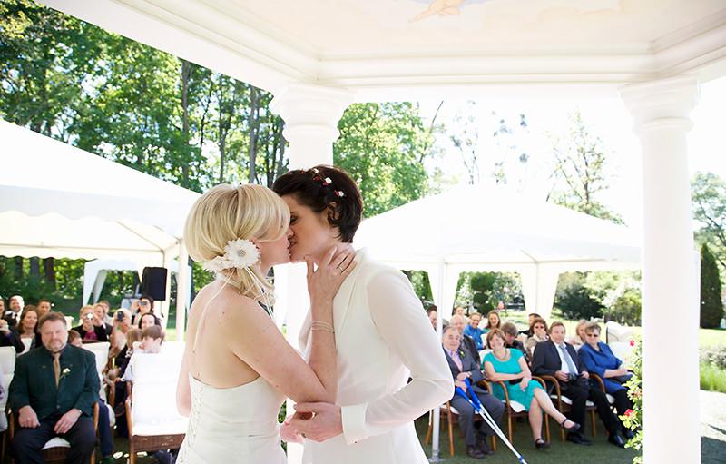 14_gleichgeschlechtliche_Hochzeitsfotograf_Lakeside_Ganzinweise_lesbische