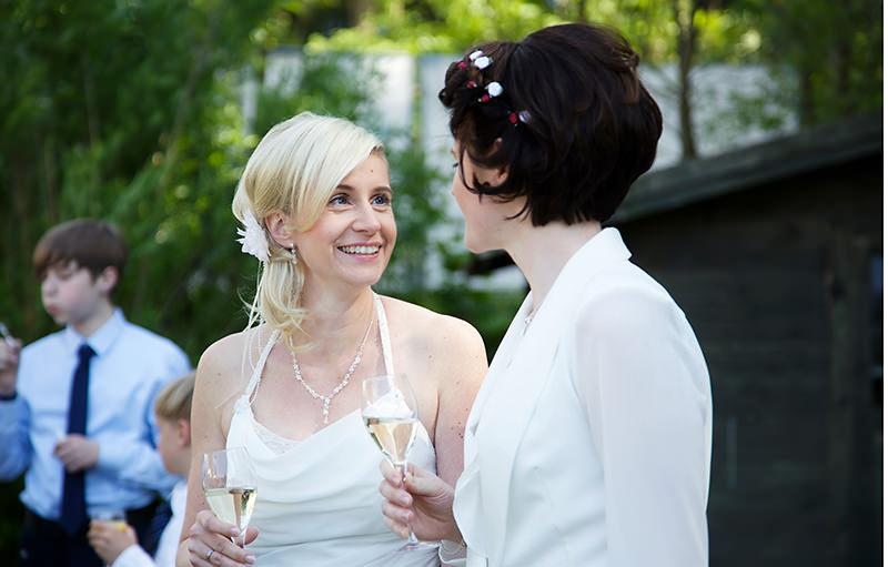 16_gleichgeschlechtliche_Hochzeitsfotograf_Lakeside_Ganzinweise_lesbische