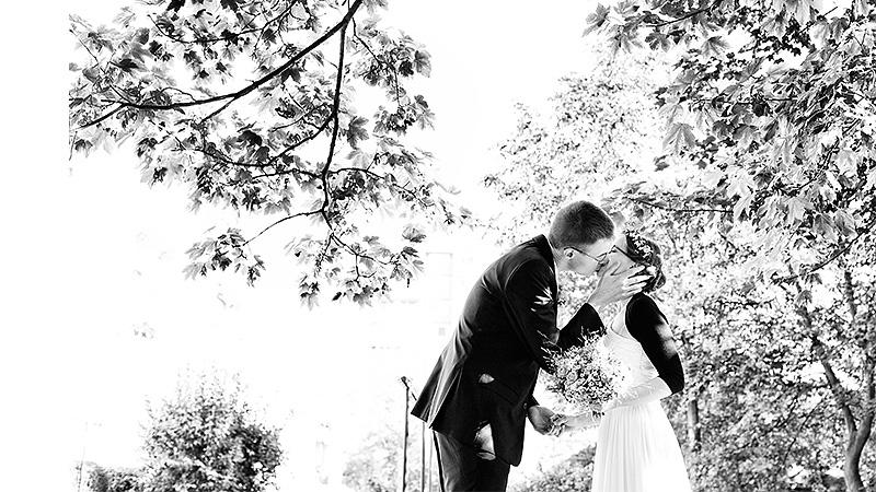 15urbane_Hochzeit_Jena_firstlook_Ganzinweise