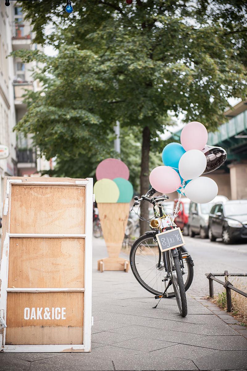 ganz in weise hochzeitsfotografie per fahrrad zur hochzeit im prenzlauer berg ganz in weise. Black Bedroom Furniture Sets. Home Design Ideas