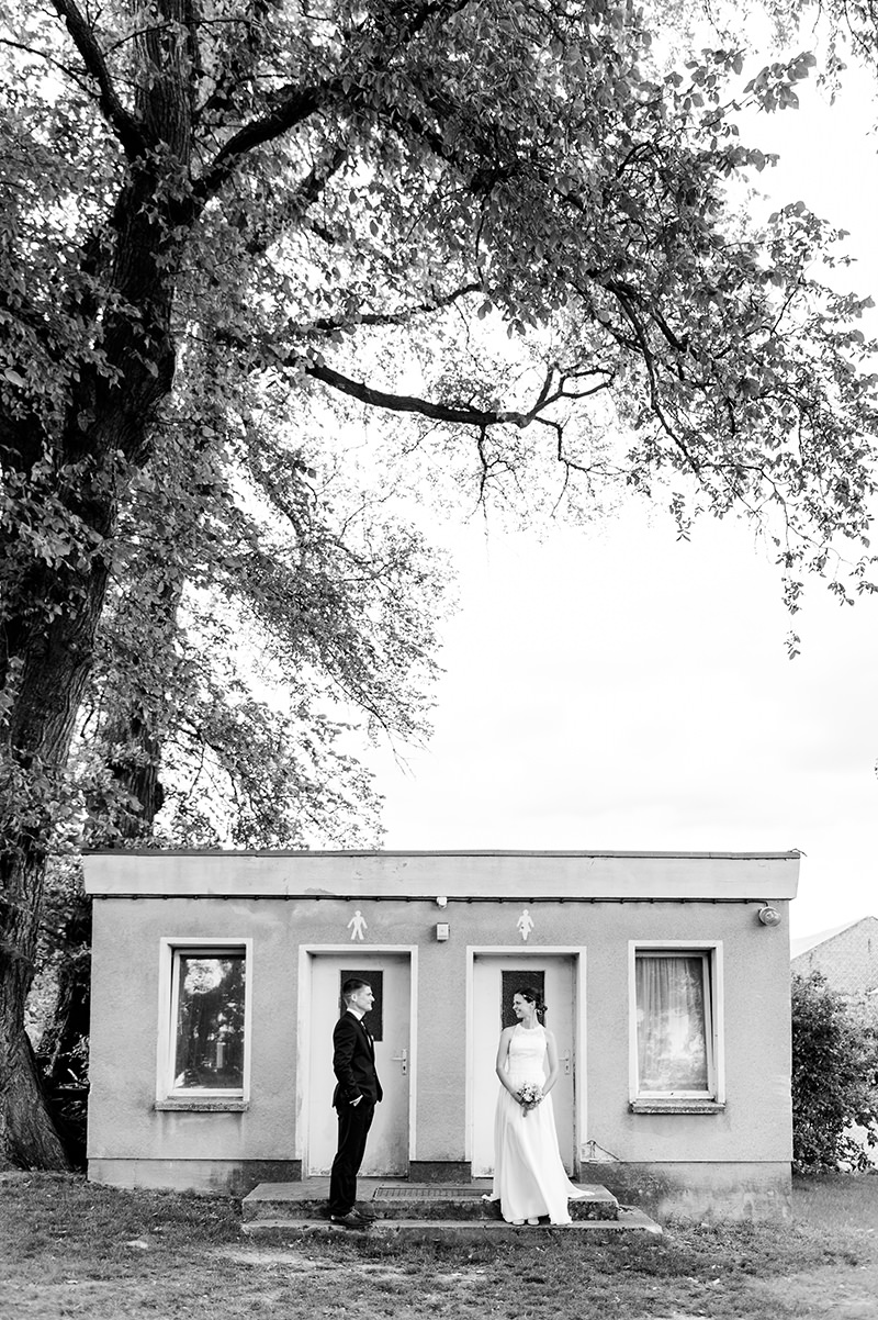 Sommerliche September-Hochzeit in der Villa Meehr Bantikow, Hochzeitsfotograf