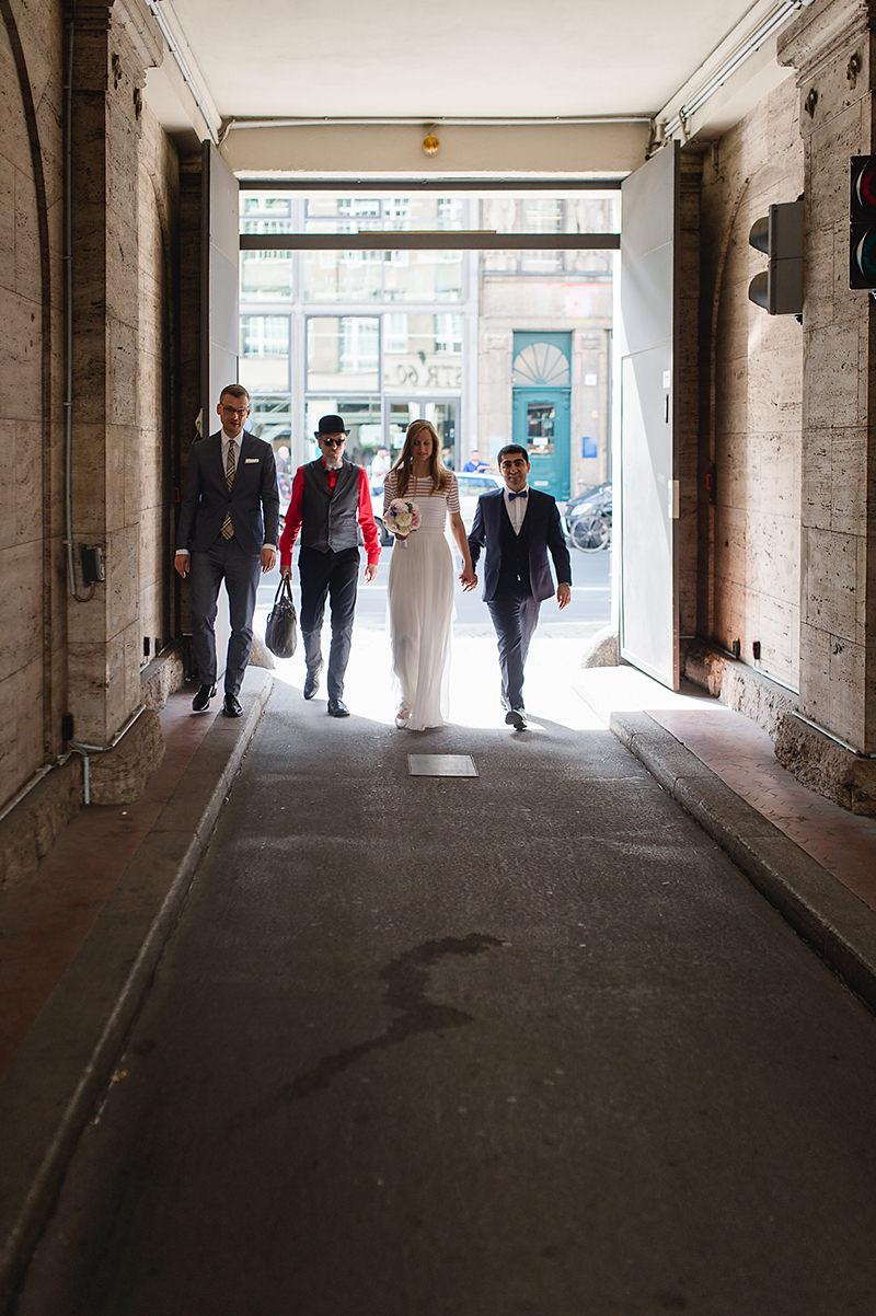 Internationale Hochzeit in Berlin Villa Kogge Hochzeitsfotograf Ganz in Weise